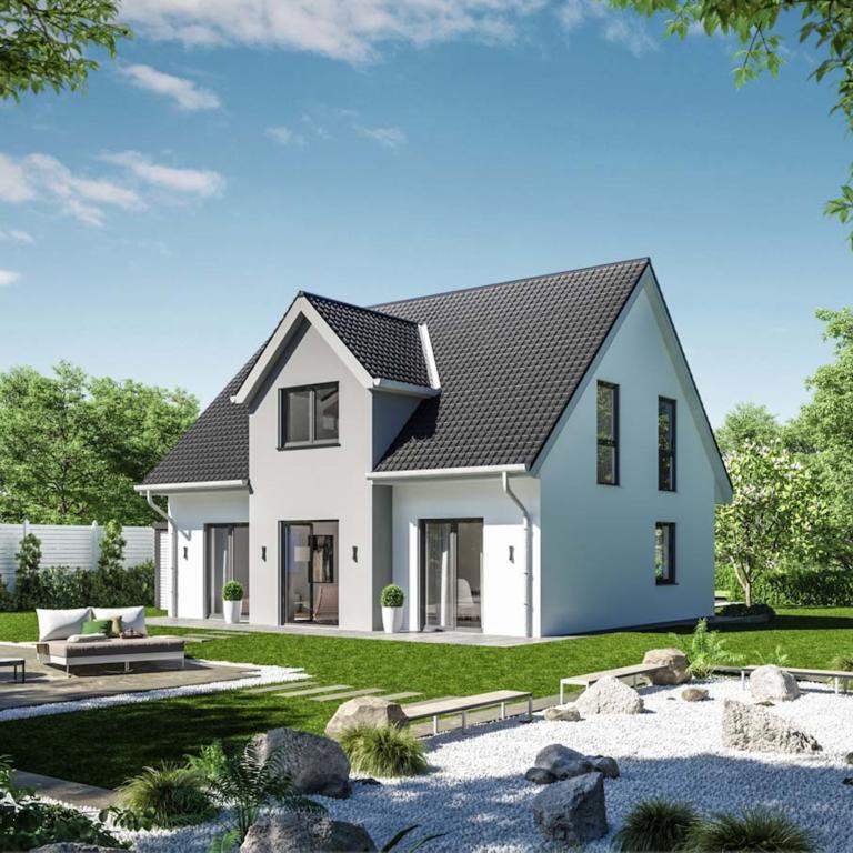 Einfamilienhaus von hinten mit Garten und Liegen*